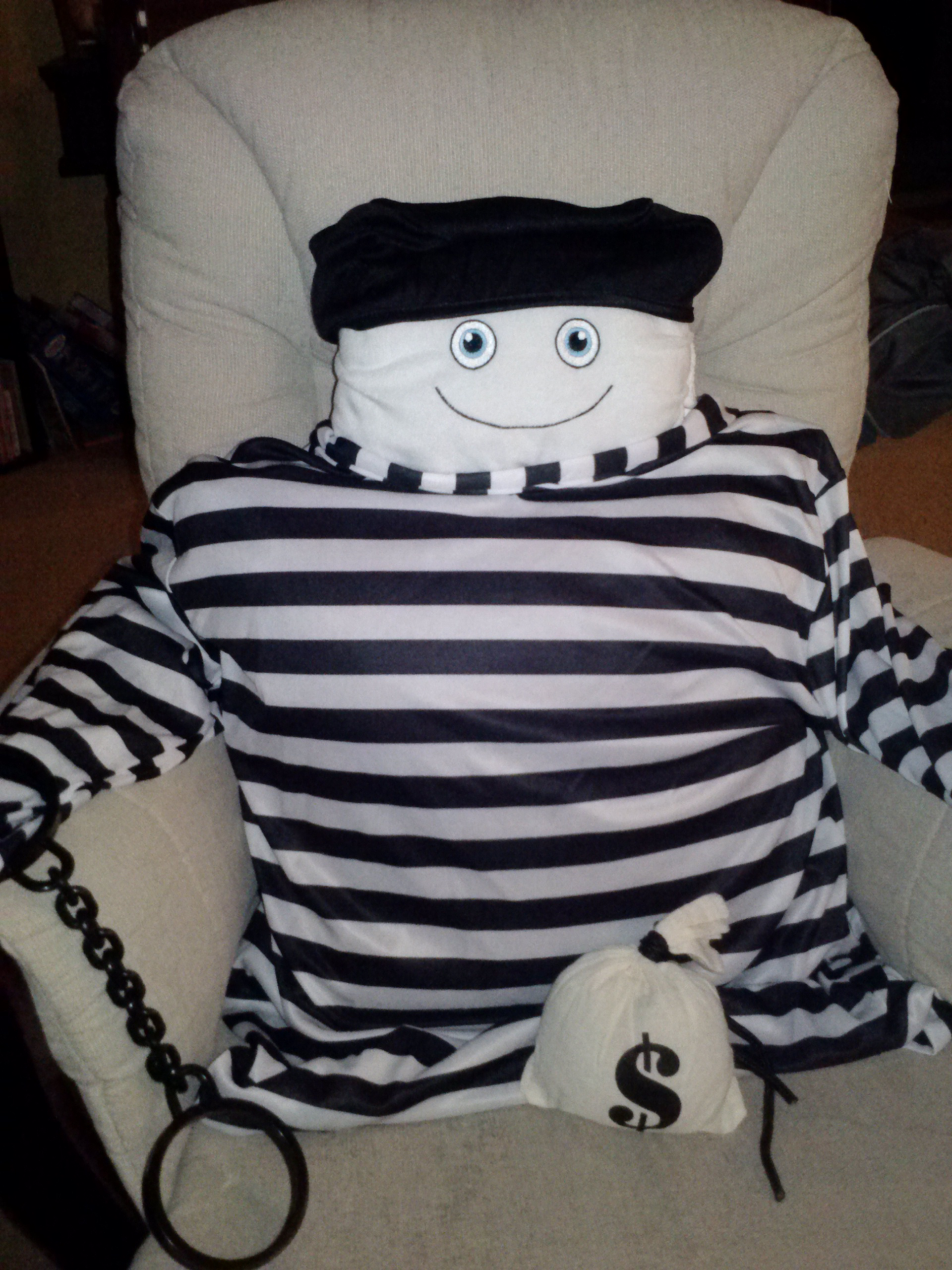 Dress-up time with McStuffy O'Fluffigan: He's a robber!