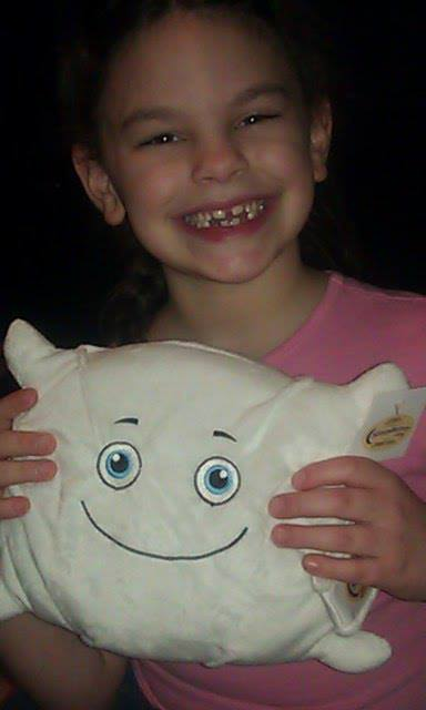 Ariana the girl meets Hypnos the Pillow