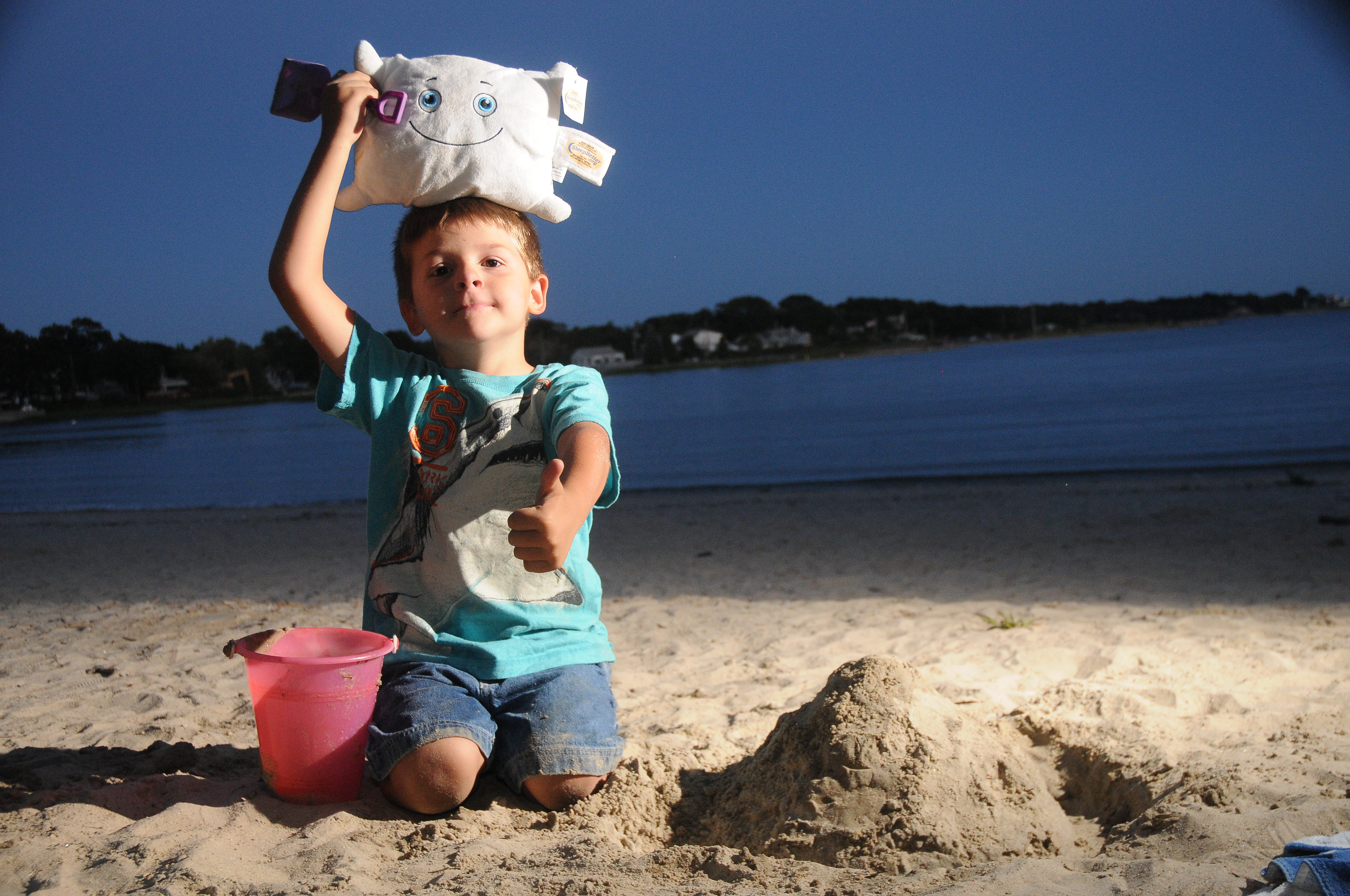 Pillow Featherbed building a sand castle