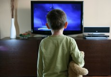kid-watching-tv-feature